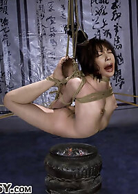 Gu Rong's fingers slickly slithered between her legs and flitted inside her gushing pussy pic 3